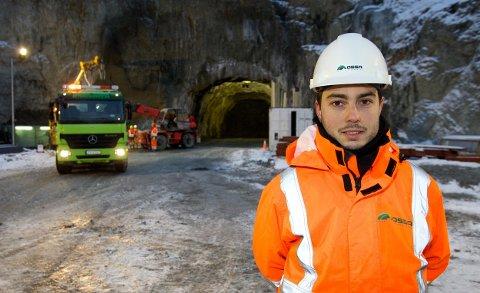 29 år gamle Mariano Vera fra Sør-Spania bygger tunnel i Nord-Troms.  - Det er annerledes, men vi tilpasser oss. Foto: Ola Solvang
