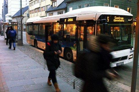 I MINUS: Troms fylkestrafikk, som blant annet administrerer busstilbudet i Tromsø, går også i år med millionunderskudd. Flertallet i fylkestinget mener likevel selskapet er på rett vei.