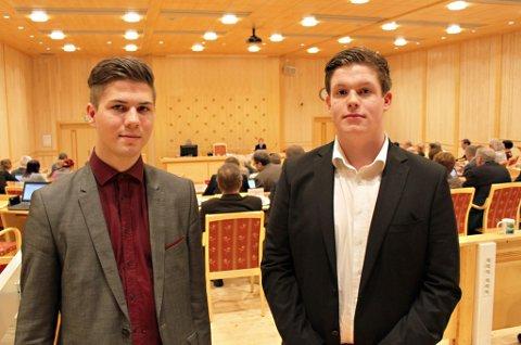 IKKE IMPONERT: Leder av Ungdommens fylkesråd, Marius Brun Hansen (til venstre), og Sander Stabell Pedersen kritiserte fylkesrådets budsjettforslag i fylkestinget tirsdag.
