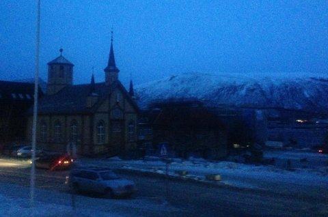 MØRKLAGT: Slik så det ut i Tromsø sentrum torsdag ettermiddag. Foto: Magnus Aamo Holte