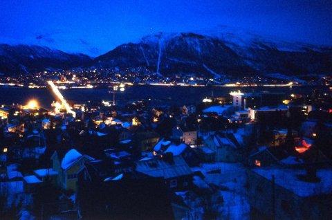 TROMSØ-UTSIKT: Slik så det ut i retning Tromsdalen fra toppen av Tromsøya torsdag ettermiddag. Foto: Yngve Olsen Sæbbe