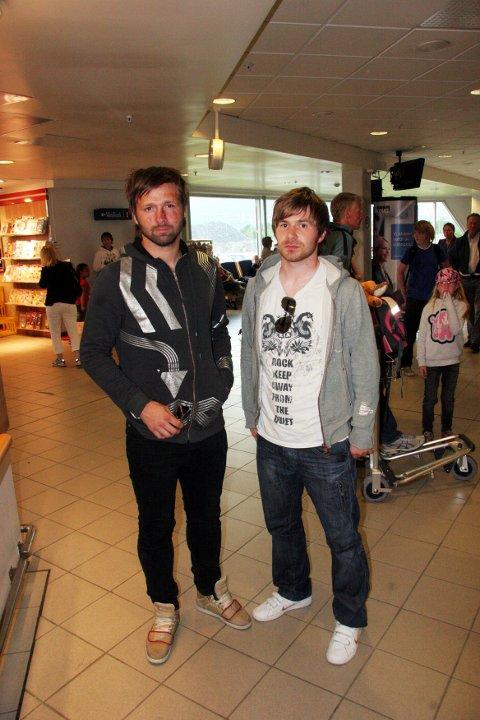 ETTERPÅ: Erik Bertelsen og Morten Lund da de ankom Langnes flyplass dagen etter ulykken og samme dag som Morten Lund spilte kampen mellom Skarp og Mo i juli 2008.