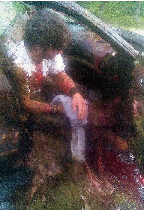 BLOD: Erik Bertelsen (34) var passasjer i bilen. Etter sammenstøtet satt han i elgens blod og innvoller.