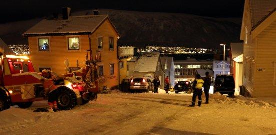AKEBAKKE FOR BILER: Ikke mindre enn 11 biler måtte ha hjelp i løpet av en drøy times tid i Arbeidergata fredag ettermiddag.