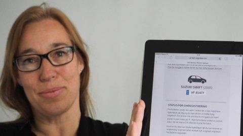 NETTBASERT: Seksjonssjef Heidi Øwre i Statens vegvesen har gode nyheter til dem som skal kjøpe og selge bil. Stadig flere tjenester rundt dette kan nå gjøres på nettet.