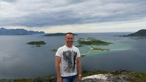 ENGASJERT: Tommy Olsen fra Tromsø vil samle mennesker for å reise til Hellas å hjelpe flyktninger. Det viste seg å være en vansklig oppgave. I Tromsø ville ingen bedrifter bidra med midler.