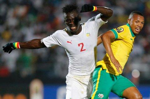 """Kara Mbodj i aksjon for Senegal mot Sør-Afrika i Afrika-mesterskapet nylig, der den tidligere TIL-spilleren scoret. Nå melder The Times at West Ham har et bud inne på """"deadline day"""" på 4,5 millioner pund for Kara, noe som vil bety tre-fire millioner kroner i inntekter for TIL."""