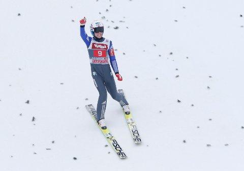 Gull i junior-VM gjør ikke hverdagen økonomisk lettere for Johann Forfang. Blant annet må han kjøpe hoppdresser og sko av egne midler. Etter debuten i verdenscupen fikk 19-åringen på plass en avtale for ski. Foto: Scanpix