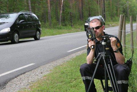 SLIK UNNGÅR DU Å BLI TATT: En nettsak fra Danmark sprer seg på nettet. De har funnet løsningen, slik at du ikke får fartsbot! Illustrasjonsfoto. Foto: Lars Antonsen