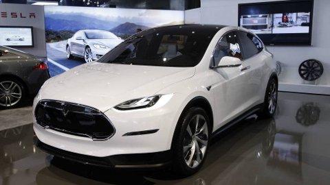 Telsa Model X, den første elektriske SUV-en som dessuten kan leveres med tilhengerfeste, kommer til Norge like over nyttår. Prisen vil ligge på noe over det Model S koster, hvilket betyr minst 500.000 kroner. Men tusenvis av nordmenn kan faktisk nå konkurrere om å få den helt gratis.