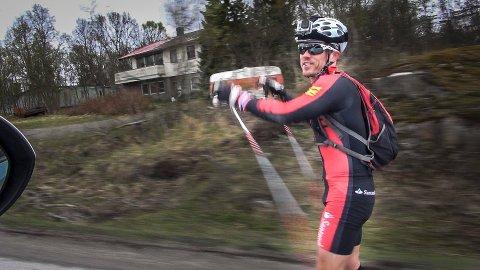 Snorri Einarsson ønsker å gå for Island i mesterskap og håper at Det Internasjonale Skiforbundet behandler saken raskt.
