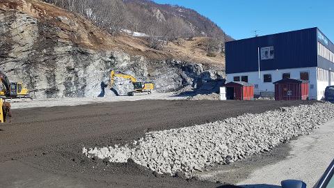 FORLENGET DRIFT: Asfaltfabrikken ble etablert midertidig på Olavsvern i 2017. Nå vil NCC igjen forlenge driften, og legger opp til permament etablering.