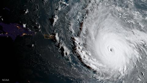Orkanen Irma er den sterkeste som er registrert noensinne. Dette bilde er tatt natt til i går.