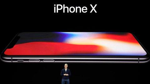 LANSERING: Apple-sjef Tim Cook presenterer iPhone X i Steve Jobs Theater tirsdag 12. september 2017 i Cupertino.