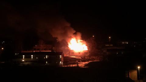 OVERTENT: Det var natt til mandag det brøt ut brann i en enebolig på Sjøvegan.