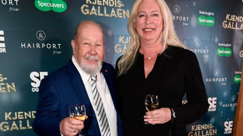 Tryllekunstneren Tore Torell er død, 77 år gammel. Her er han avbildet med kona Nina Kristin Fremmerlid Torell under Kjendisgallaen 2016 på Chat Noir.