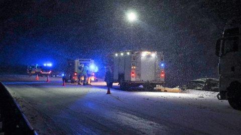 ULYKKE: Et vogntog og en personbil var involvert i en ulykke på E8 mandag.