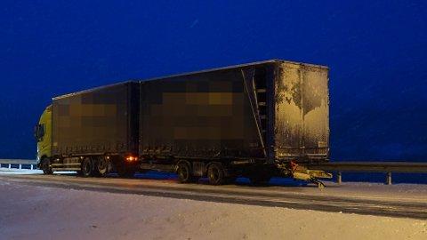 VOGNTOGET: Dette vogntoget kjørte den 56 år gamle latviske sjåføren. Mannens forsvarer sier han er svært preget over at en ung mann svever mellom liv og død etter ulykken