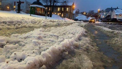 SØRPE: Det regner kraftig i Tromsø onsdag.