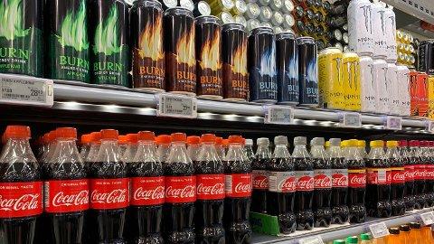 RISIKO: Forskere har funnet flere risikofaktorer ved å drikke brus og andre sukkerholdige drikker. Foto: Lars Wærstad (Nettavisen)