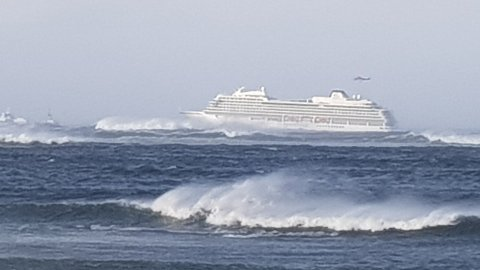 SLITER: Cruiseskipet har store problemer med å takle stormen på vestlandskysten.