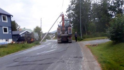 Her ser man hvorfor flere boliger ved Sommerlyst i Tromsø er uten strøm nå. Foto: Troms kraft nett