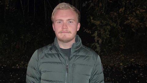 KORONA: Sigurd Stranda (21) blir værende i karantene frem til han får svar på koronatesten.