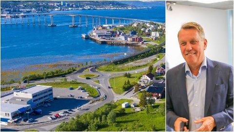 TRAVELT: 12.000 biler i døgnet kommer sørfra inn i rundkjøringen ved Novasenteret (til venstre). Tromsø-ordfører Gunnar Wilhelmsen håper det kan finnes penger til ny E8 helt til byen - etter at man gikk for det billigste, vestre alternativet i Ramfjord.