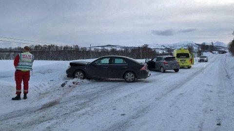 SMELL: Slik ble bilene stående etter kollisjonen.