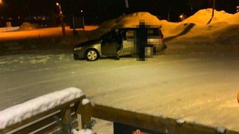 HENTET AV POLITIET: En beruset mann med utenlandsk opprinnelse skapte trøbbel på kiosken i Ramfjordbotn.