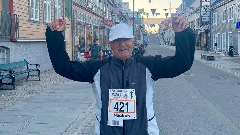 REEBOKMILA: Rolf Egil Haugerud løp med startnummeret han hadde i 1990 – da mila het Reebokmila.