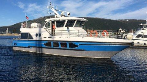 FAST PLASS: Båten har fast kaiplass like nord for Ishavshotellet. Foto: Privat