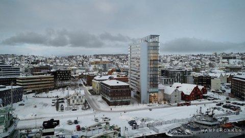 KONTRAST: Det planlagte hotellet ligger foran Nordnorsk kunstmuseum og sør for Holmboebrygga. Nå er det klart at politikerne ikke ønsker hotellplanene velkommen.