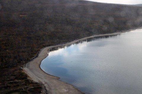 INNRØMMER SVIKT: Administrerende direktør Harry Løvberg i Troms Kraft Produksjon sier det både var teknisk og menneskelig svikt som gjorde at Galggojavri (bildet) ble tappet for vann mellom 17. og 19. september i år. Bildet er fra 24. september i år. Foto: Troms Kraft Produksjon