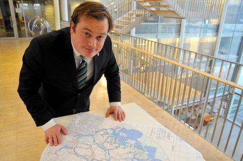 GRØNNE ARBEIDSPLASSER: Næringsbyråd Jonas Stein (V) vil mangedoble havbruket i Tromsø, og foreslår derfor 12 nye, store havbruk i kommunen. - Det vil kunne gi 500-600 nye grønne arbeidsplasser, sier han.