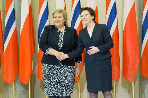WARZAWA: Statsminister Erna Solberg (t.v.) møtte Polens statsminster Ewa Kopacz i Warszawa i Polen mandag. Foto: Håkon Mosvold Larsen / NTB Scanpix