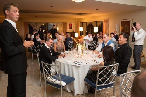 Arkivbilde fra Kronprinsparets besøk i Singapore i 2012 hvor daværende kommunikasjonsdirektør Christian Chramer ønsket velkommen til ambassadørboligen i Singapore der Norges Sjømatråd inviterte til sjømatmeny.