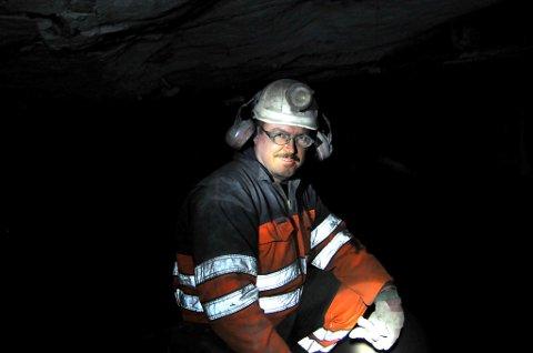 VETERAN: Svein Jonny Albrigtsen har tilbrakt 30 av sine 50 år i gruvene på Svalbard. - Store Norske har vært en fantastisk bedrift å jobbe i. Jeg håper myndighetene forstår alvoret i situasjonen vi er i, sier han.