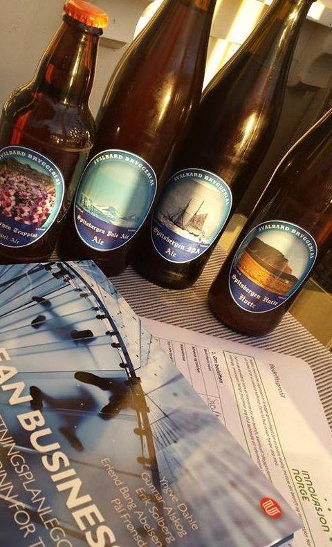 Prøveproduksjon på flasker. Da brygging var forbudt på Svalbard måtte Robert Johansen prøvebrygge hjemme i Tromsø. Når de er i produksjon skal ølet på boks, ikke flaske. Alle foto: Privat/Svalbard Bryggeri AS