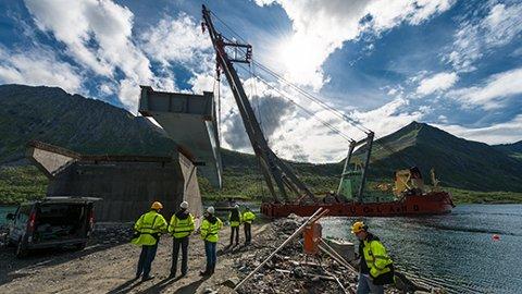Implenida har tidligere bygget Gryllefjordbrua (bildet). Nå får de nytt stort prosjekt i Troms.