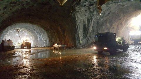 Bilde tatt 10. juni. Dårlige grunnforhold har gitt forsinkelser i byggingen av tunnelen.  Foto: Vidar Abrahamsen, Statens vegvesen.