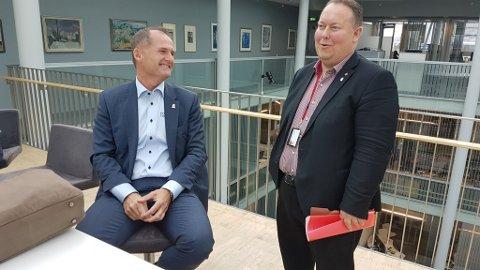 MØTEKLAR: Ny havnesjef Jørn-Even Hanssen og Jarle Heitmann (Ap), styreleder i Tromsø havn, på vei til møte i kontrollutvalget.