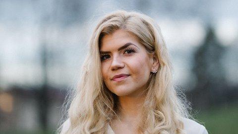 FLYTTER HJEM: Karoline Hauan (27) er utdannet lektor, men er en av få kvinnelige ledere i IT-bransjen. Nå flytter hun fra Oslo til Tromsø.