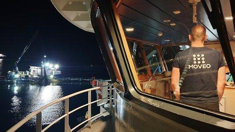 TIL STEDE: Personell fra Moveo er til stede langs hele verdikjeden for å få ny havbruksteknologi til å snakke sammen. Bildet er tatt i forbindelse med en stresstest av cybersikkerheten for et rederi i havbruksnæringa.