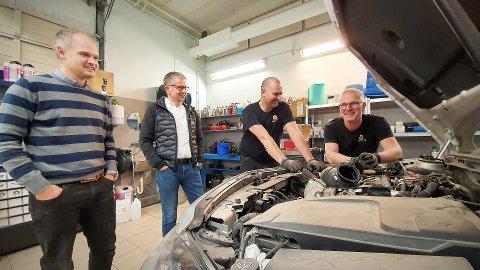 MILEPÆL:  Marius Klykken (til venstre), Øyvind Bjørgan, Kjetil Hanssen og Tor Bertil Risvik får mer å henge fingrene i når Nord-Auto i Namsos får ansvaret for oppfølgingen av Mercedes-eiere i Namdalen.