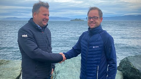 BESTILLING TIL 200 MILLIONER: Lars Mælen (til høyre) og Moen Ship Management bestiller hele ti hybridbåter, som skal gjøres tilgjengelig for utleie til havbruksnæringa. For administrerende direktør Terje Andreassen er bestillingen til om lag 200 millioner kroner Moen Marins største enkeltstående ordre på selskapets hybridelektriske båtkonsept.