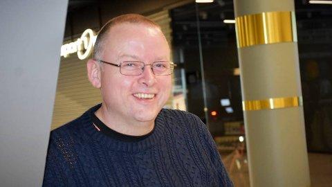 ELON, IKKE MUSK:Thomas Edvardsen står med ansvaret når elektrokjeden Elon åpner ny butikk på Amfi-senteret i Rørvik.  FOTO: EYSTEIN FISKUM HANSVIK
