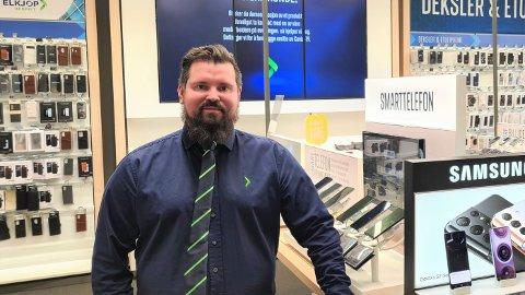 """GODT ÅR: Stian Andersen skryter av sine ansatte som har vært flinke til å ta smittedugnaden på alvor og hvordan de raskt omstilte seg til """"klikk og hent"""" for kundene som ikke ønsket å gå ut av bilen og inn i butikken."""