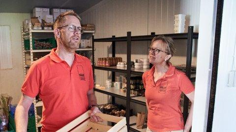 SUKSESS FRA FROSTA: Gustav Myraune og kona Hanne Askestad Myraune eier og driver bedriften Trondheims kjøkkenhage AS som står bak Rågo matkasser. 2020 ble for dem et positivt krevende år.
