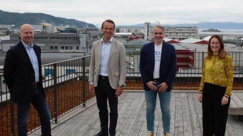 FORENER KREFTER: Odd Terje Rygh (fra venstre), Arne Nypan, Roar Reitan og Maren Bye (daglig leder i Experto) gleder seg til nytt samarbeid.